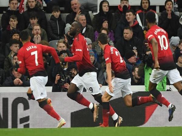Sau vòng 21 Ngoại hạng Anh: Man Utd bứt phá