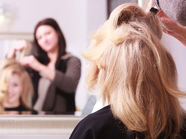Giải mã chi tiết ý nghĩa giấc mơ đi cắt tóc