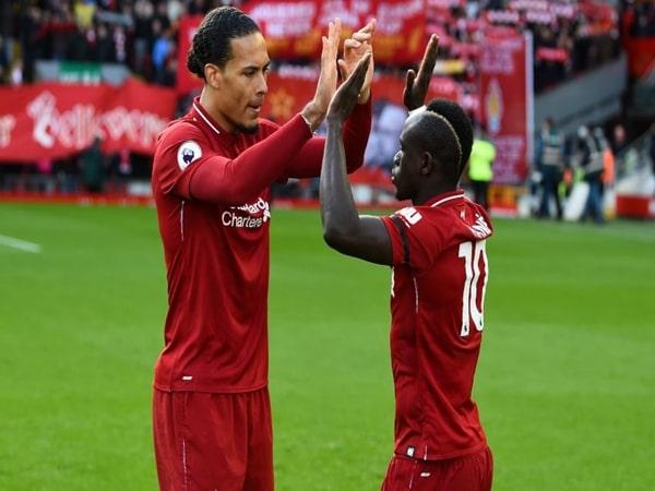 Liverpool bay trên đôi cánh Mane, Van Dijk