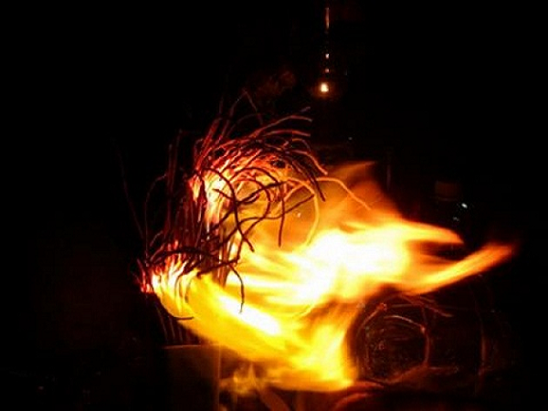 Ngủ mơ thấy bát nhang cháy là điềm gì?