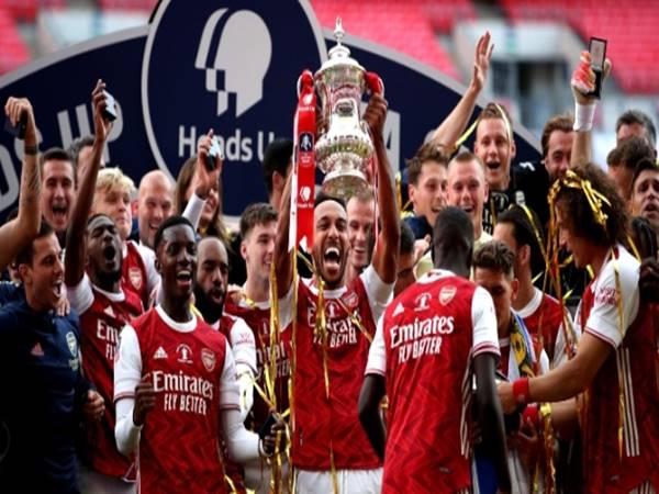 Top 10 áo đấu sân nhà đẹp nhất của Arsenal tại Premier League