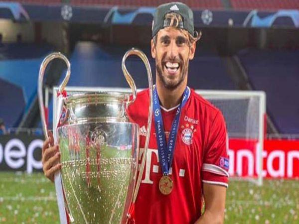 Chuyển nhượng chiều 26/8: Javi Martinez tính rời Bayern sau cú ăn ba